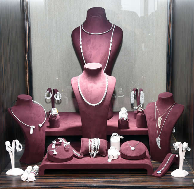 Stiliyle her zaman fark yaratan Işıl Reçber'in Duru Diamond için özel tasarladığı mücevher koleksiyonu özel bir davet ile tanıtıldı.